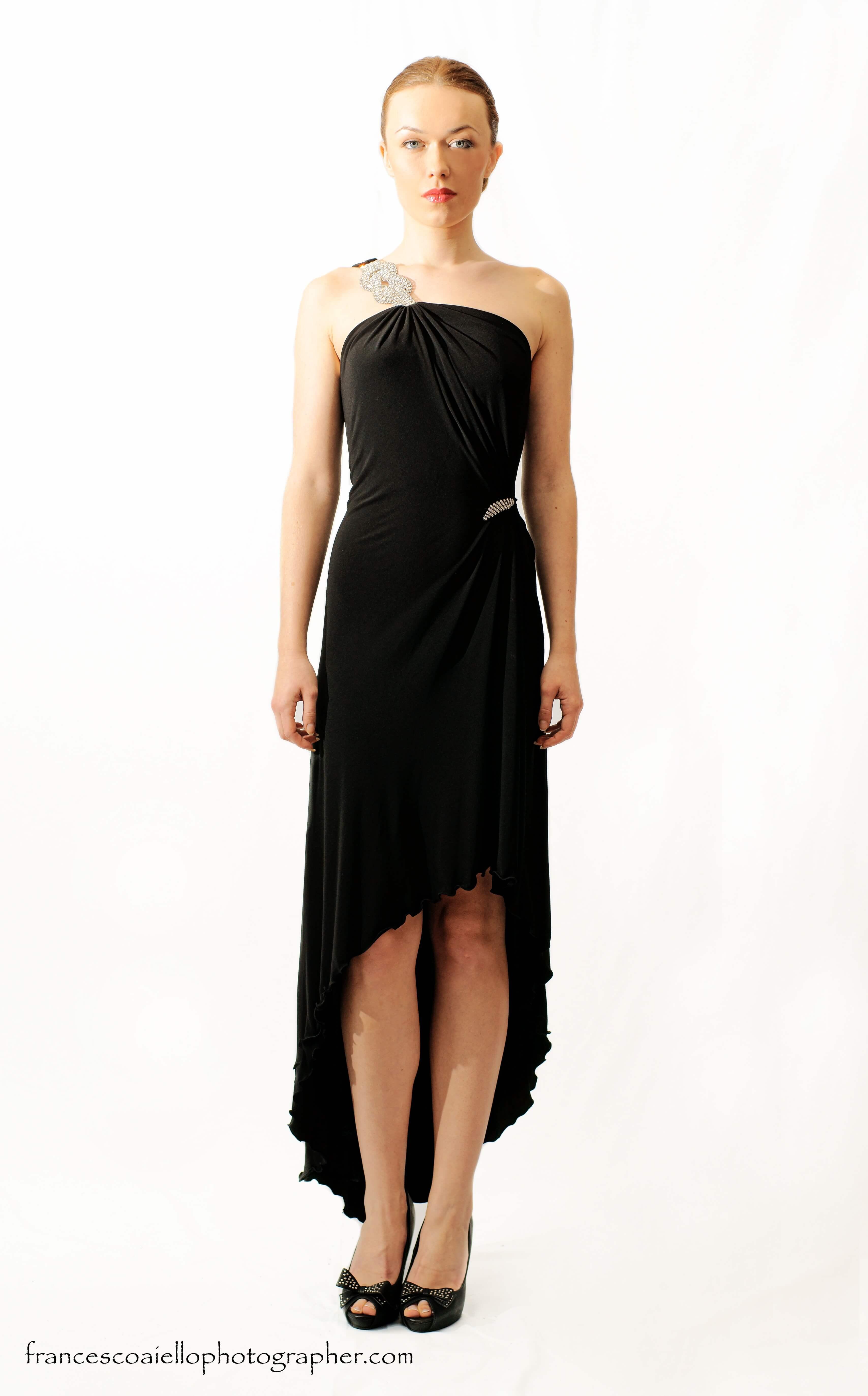 6e769974c7d8 Vestido de fiesta largo negro con bajo irregular en punto de lycra con  apliques metálicos