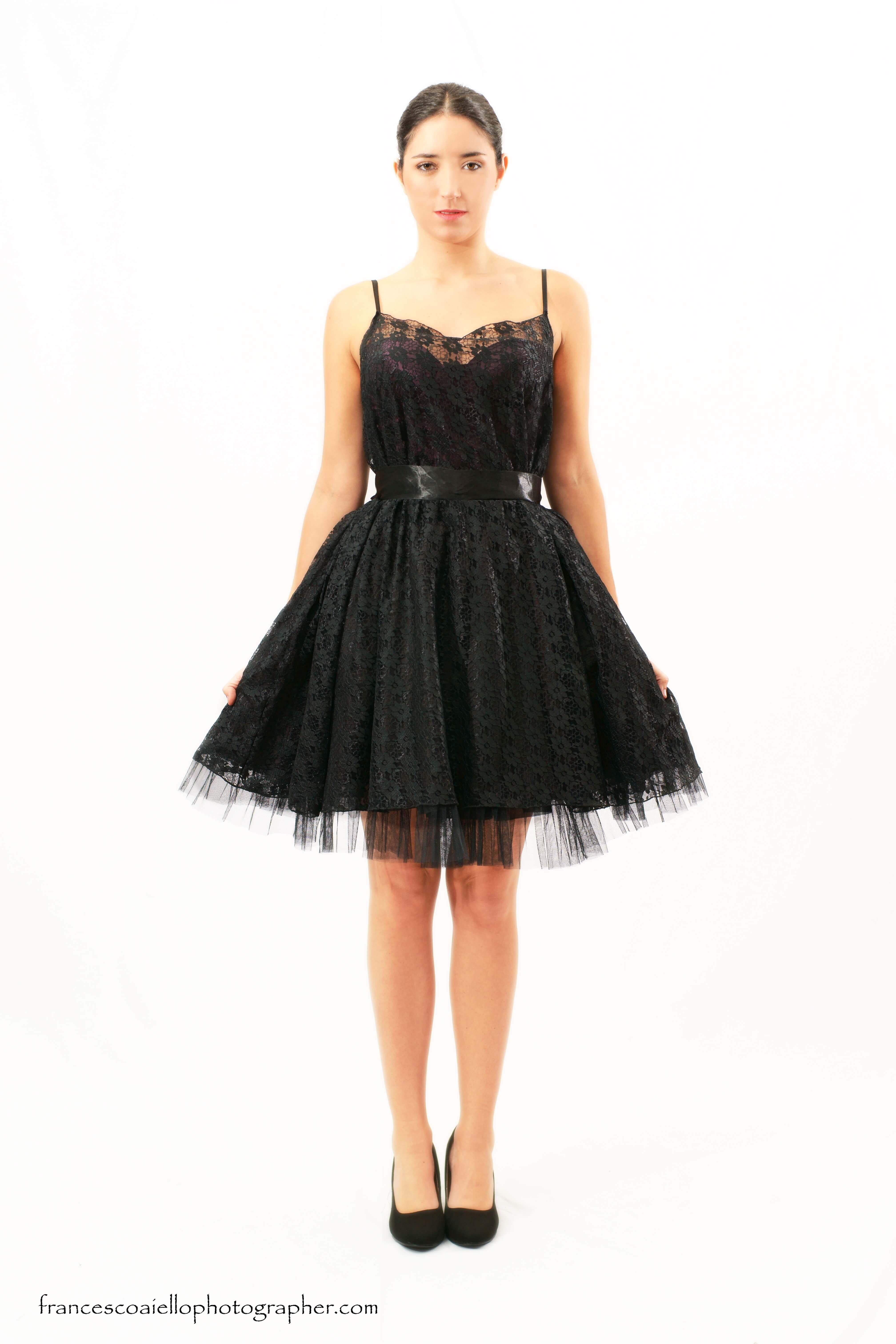Vestido raso negro corto