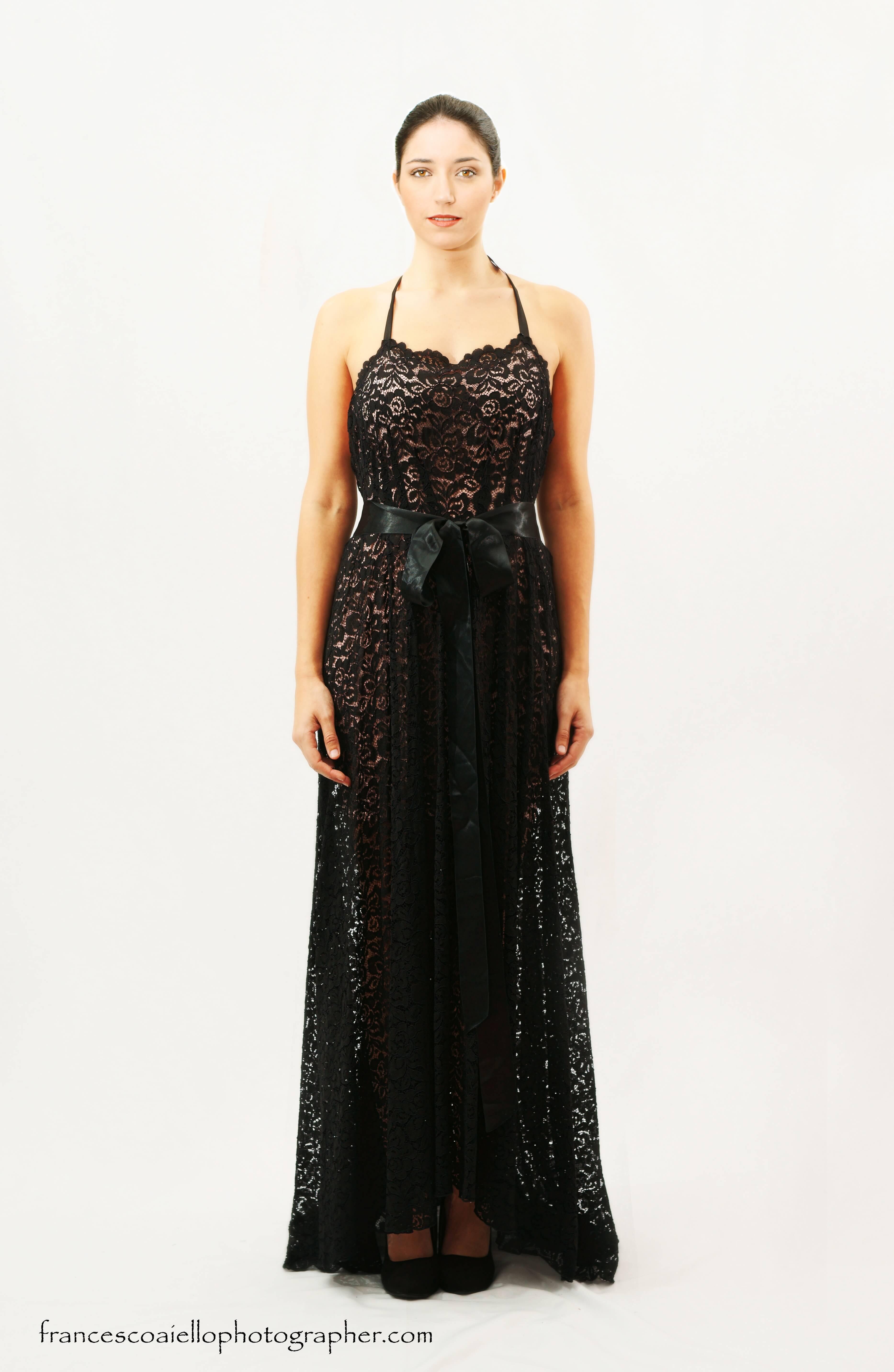 Vestido Largo De Encaje Negro Transparente Con Tirantes Finos Al Cuello