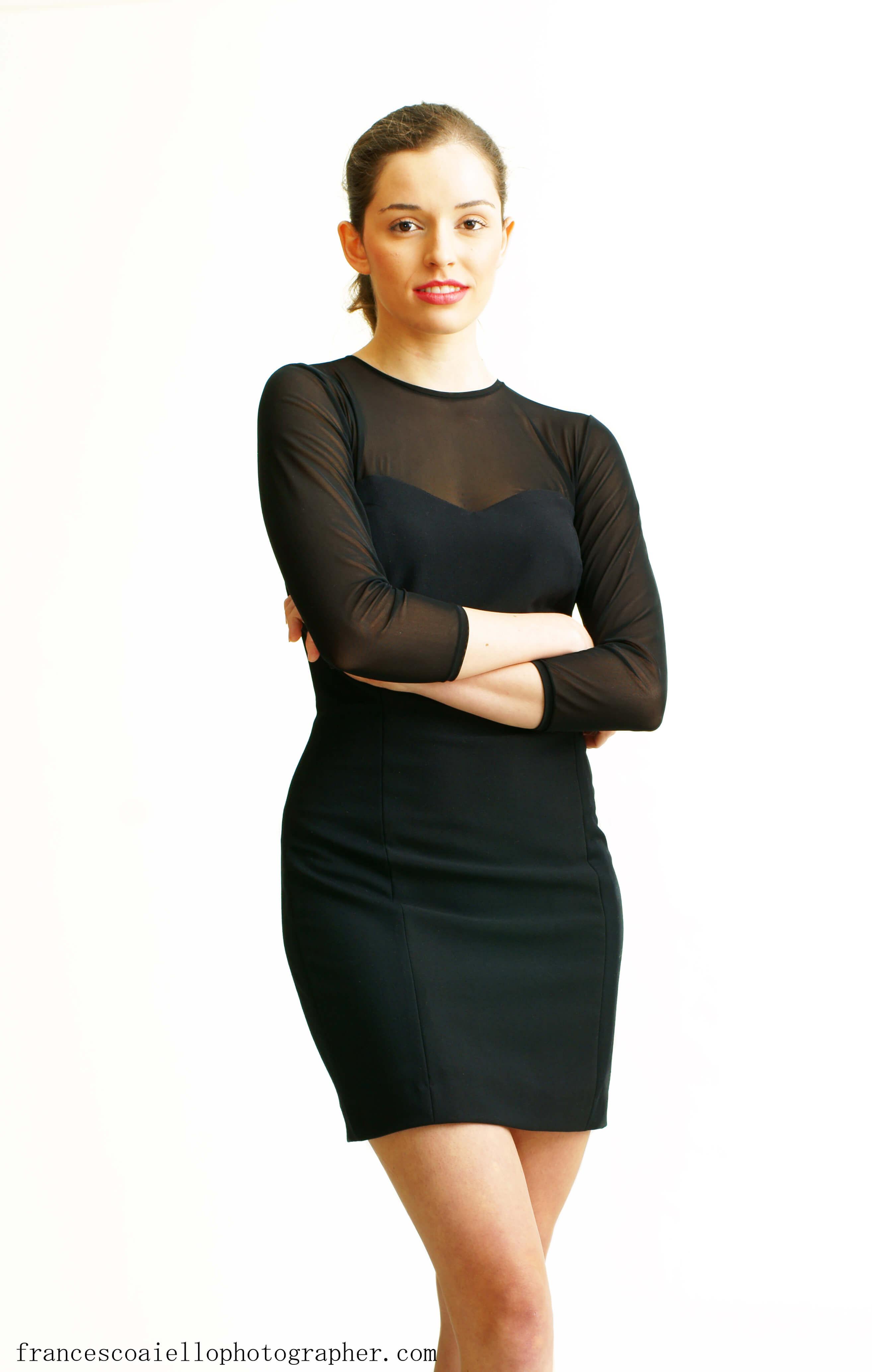 Vestido corto negro escote corazon