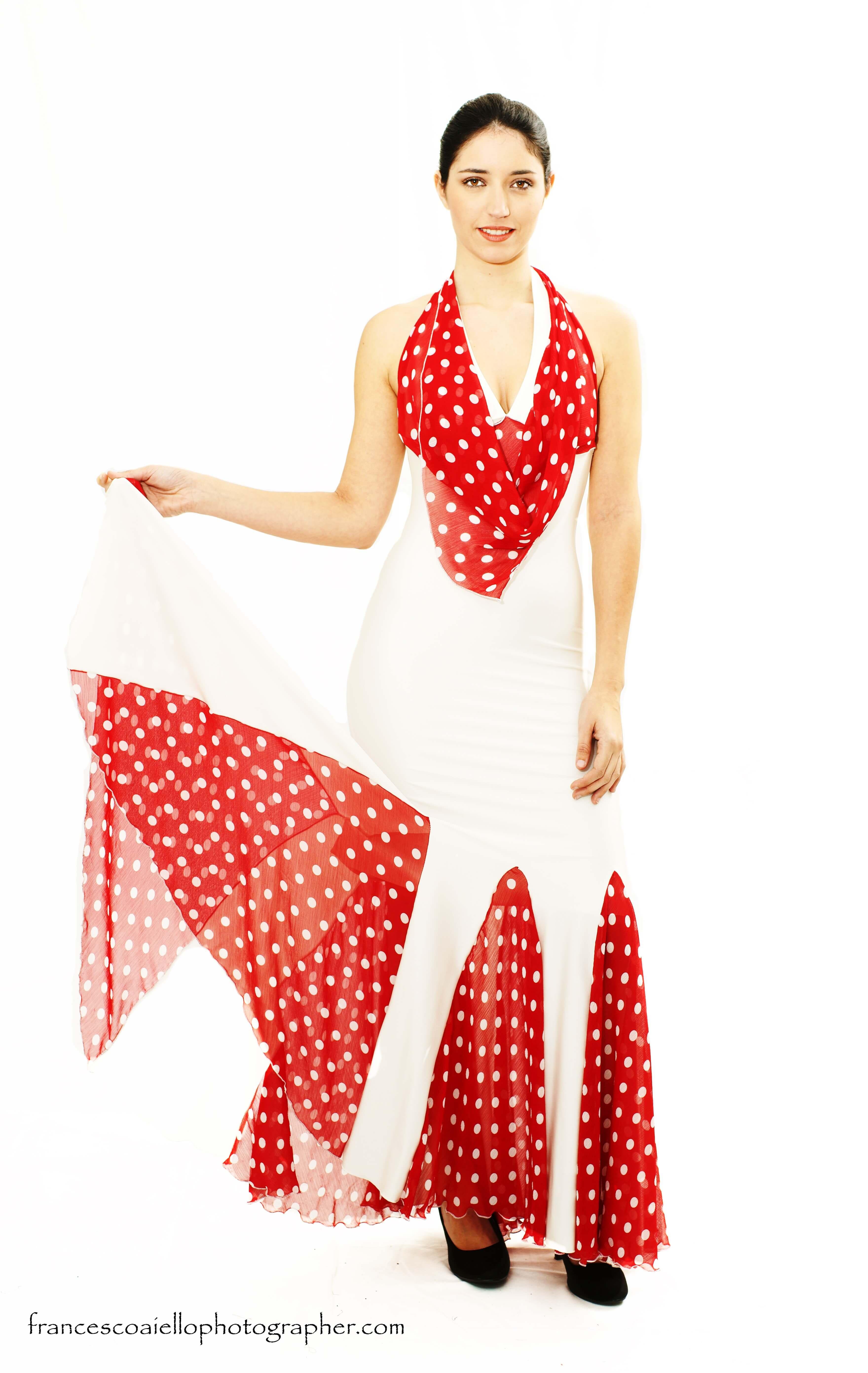 Vestidos con lunares rojos